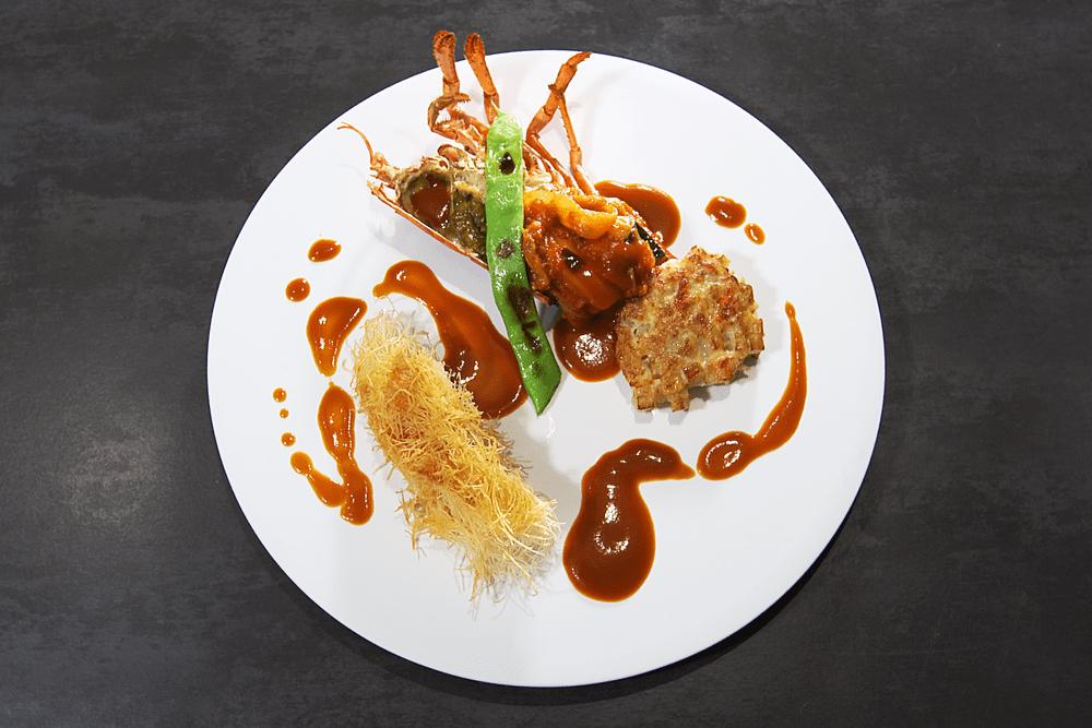 オマール海老にカダイフを纏わせてロティ カラフル野菜の煮込みと、甲殻類のエッセンス【2人前】(消費税込)