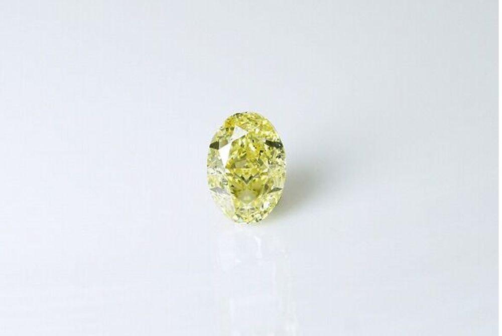 天然ファンシーインテンスイエロー ダイヤモンド SI2 0.85ct