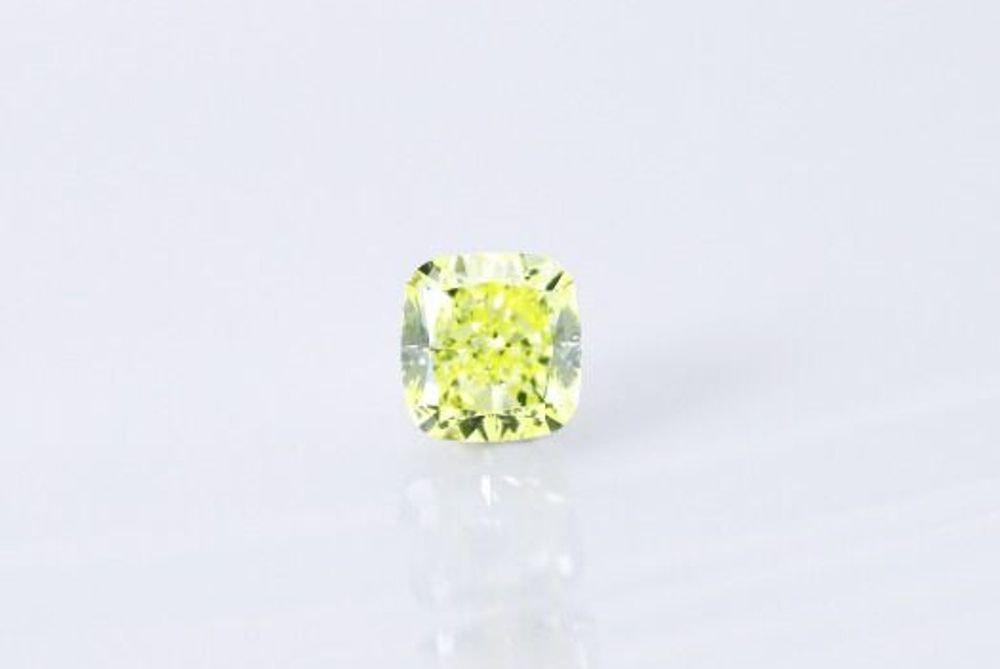 天然ファンシーインテンスグリーンイエロー ダイヤモンド SI1 0.22ct