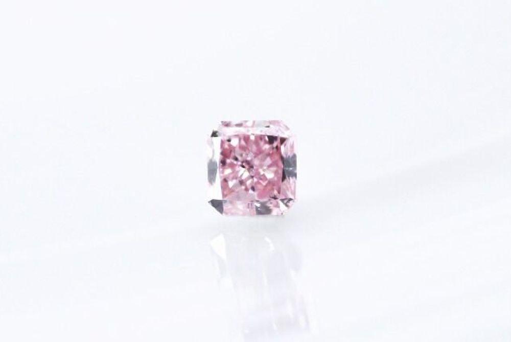 天然 ファンシーピンク ダイヤモンド  VS2 0.24ct