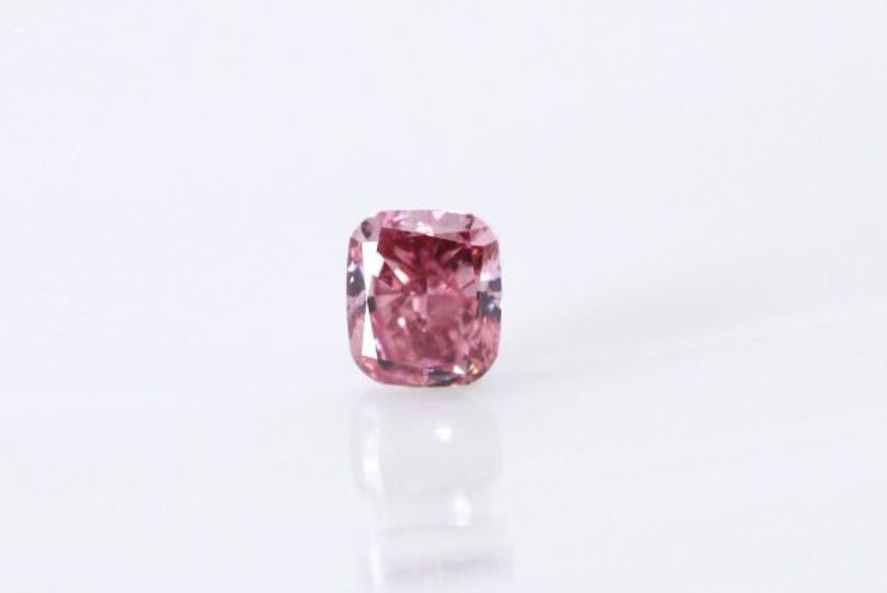 天然 ファンシーインテンスピンクダイヤモンド SI1 0.35ct
