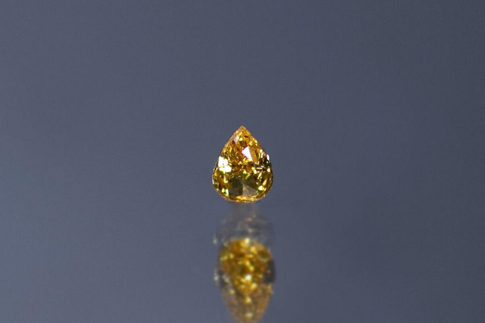 天然ファンシービビッドオレンジイエローダイヤモンド SI-2 0.133ct