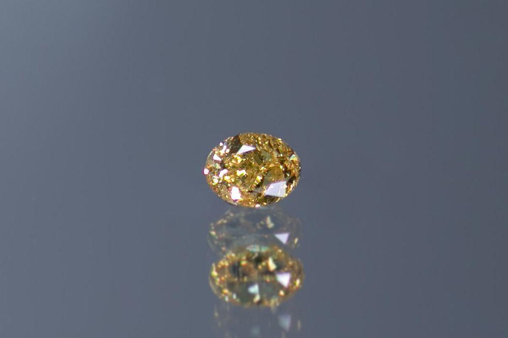 天然ファンシービビッドイエローダイヤモンド I1 0.156ct