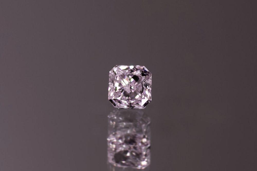 天然ファンシーライトパープリッシュピンクダイヤモンド SI-2 0.164ct