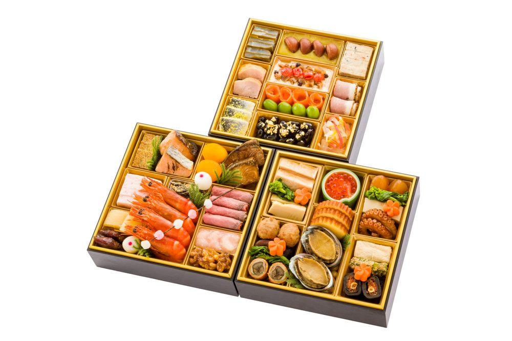 千里山荘 おせち料理三段重