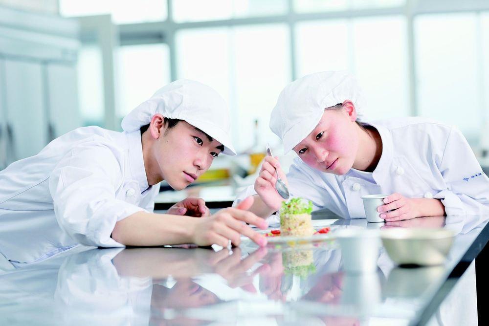 修文女子高等学校食物調理科 ~地域のおいしさ全国へ~ 幸せいっぱい万福おせち